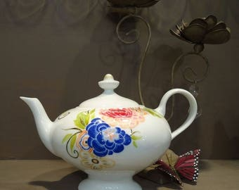 China Art Deco inspired teapot - Aladdin isn't far away.