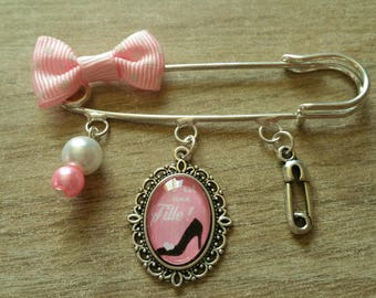 Decorative brooch baby girl pink