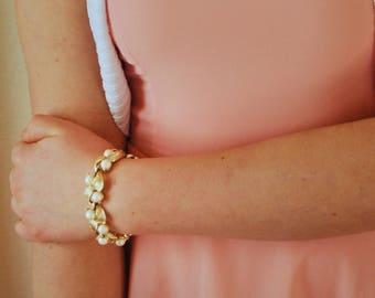 Golden Leaves & Lustrous Pearls Bracelet