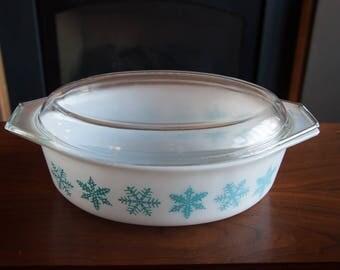 Pyrex 2.5 Quart Casserole Dish - Snowflake Series