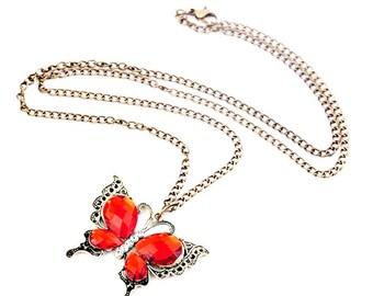 Pendentif papillon doré cristal rouge à facette et chaine doré.