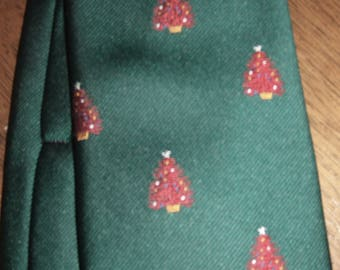 VINTAGE mens Christmas red trees ornaments TIE Rodes of Louisville necktie green