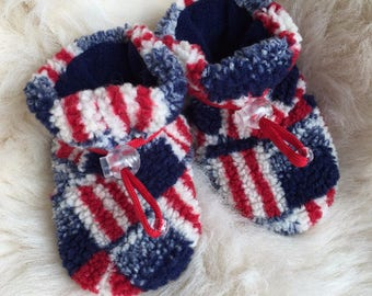 Patriotic warm fleece baby booties, soft sole shoe from Toggle Toes in infant size 4-12 months, baby shoe size 1-3.5