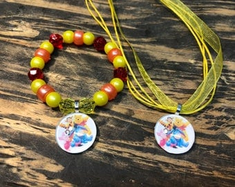 Winnie the Pooh party favors.Winnie the Pooh bracelet.Winnie the Pooh pendant necklace.Winnie the pooh gift set