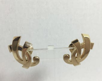 Vintage Gold Tone Signed Monet Clip On Earrings