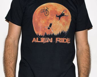Alien Ride / Bike, BMX 4 - Man T-shirt