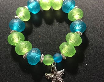 Beach bracelet // starfish beaded bracelet // blue and green bracelet // seaglass bracelet (Pam)