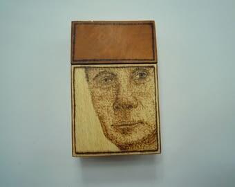 Wooden cigarette case (heavy figured bubinga wood, white beech wood) with burned in Vladimir Putin