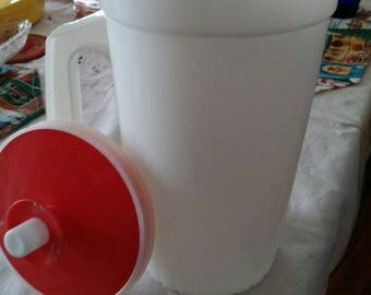 Tupperware 1 qt pitcher