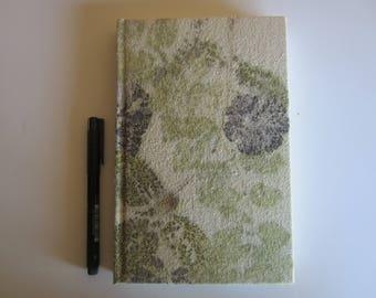 Silk-lined notebook with ecoprint. (CE0006M)