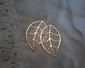 Leaf motif drop earrings