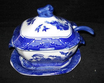 New BLUE WILLOW Porcelain TUREEN with ladle and underplate