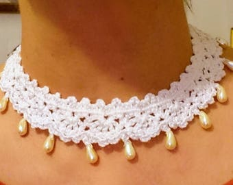 White crochet necklace crew-neck sweater