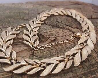 Vintage Trifari Necklace Brushed Gold Tone Metal Signed Trifari