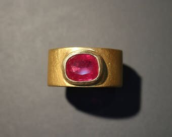Ring with Ruby of silver and gold