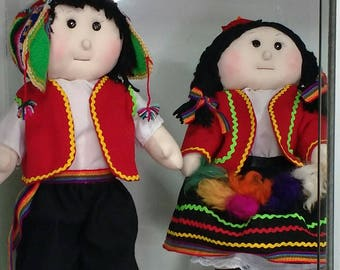 Cholitas dolls with typical Peruvian costumes