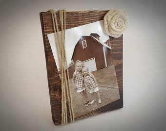 4x6 brown wood frame with burlap flower