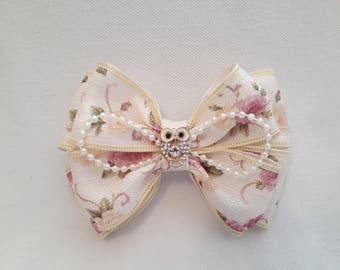 Beautiful Unique Handmade Kanzashi Bow on Alligator Clip