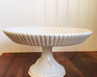 Pedestal cake dish.