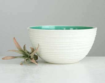 Carved Porcelain Bowl Green, Groove Soup Bowl in Green