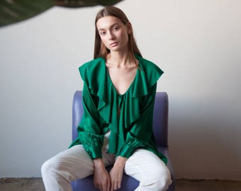 silk charmeuse emerald green ruffle collar blouse / romantic blouse / billowy poet blouse / s / m / US 10 / 2734t / B18