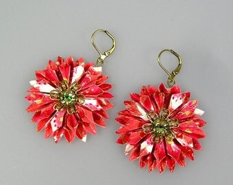 Dahlia origami earrings in japanese paper chyiogami pink and red