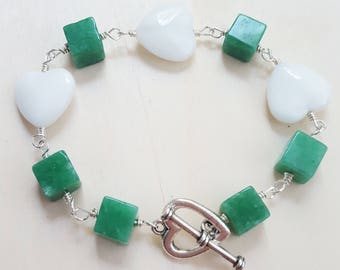 Bracelet with jade cube beads and white glass hearts