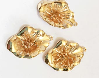 2 pcs Light gold plated brass flower pendant 30x20mm