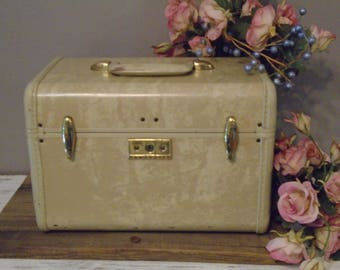 Vintage Train Cases Etsy - Beautiful retro modern chairs made old suitcases