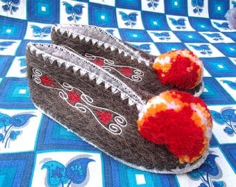 Kids Greek Slippers Size 34 / UK2 / wool / leather / pompom
