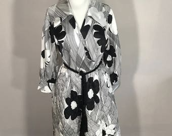 Dela Ann Creation, Floral Print loungwear,  Hostess Robe,70s   Black and White  Quilted Robe