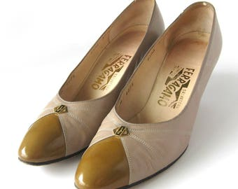 Women's 1980s Salvatore Ferragamo Pumps Heels / Taupe Calf Leather / Sapone / Two Tone / Italian Leather Shoes / Eighties / Size 8.5 Narrow