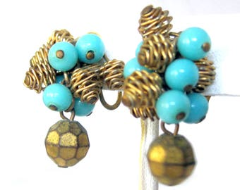 Turquoise Blue Colored Bead Cluster Earrings / Fifties Vintage Earrings / Vogue Jewelry / Vintage Clip On Earrings / Cha Cha