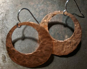 Hammered Copper Open disc Earrings