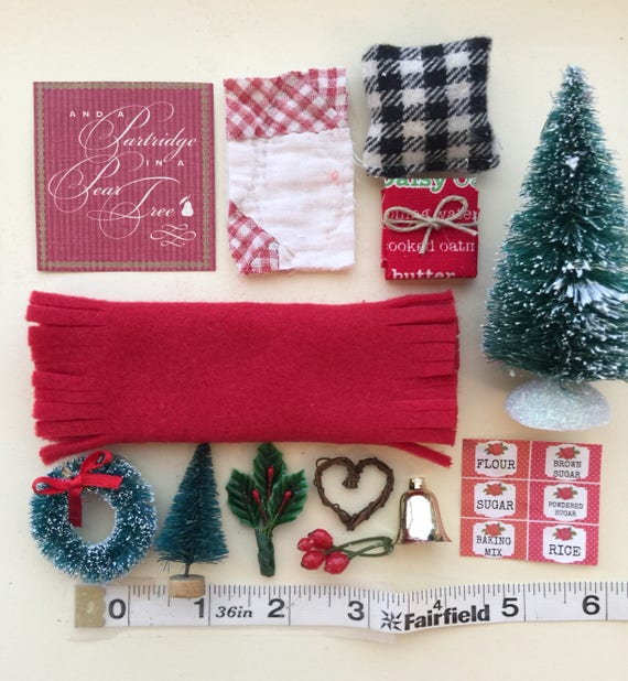 Miniature Christmas Accessories - dollhouse scale 1:12