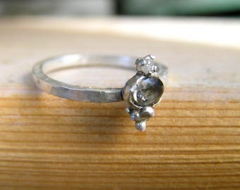 Grey Charcoal Oval Rose Cut Tourmaline and Raw Diamond Sterling Silver Ring. Boho chic gemstone sterling silver ring.