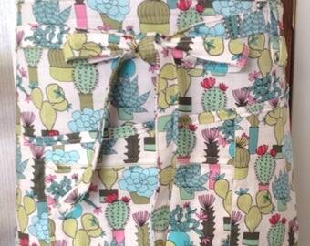 Vendor apron with zippered pocket Cactus print fabric