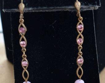 ON SALE Pretty Vintage Pink Rhinestone Dangle Pierced Earrings, Lever back, Gold tone (Z10)