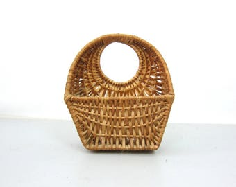 Rustic Wall Pocket Basket Modern Natural Earthy Home Decor Flower Towel Basket Bohemian Chic Decorative Woven Wall Hanging