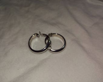 Vintage SARAH COVENTRY Silver Tone Hoops Earrings Clip On