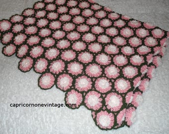 "Vintage Daisy Afghan Pink Green 3D Daisy Throw 66"" x 50"" Blanket 1970s Vintage Kitsch Handmade Blanket Movie Prop Vintage Room Decor Crochet"