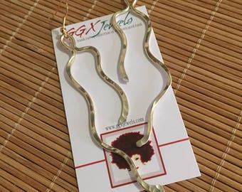 WAVE RUNNER: Bangin Beauties hammered aluminum wire earrings