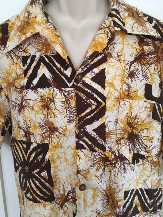 1960s TOWNCRAFT Tiki Hawaiian Tribal Print Short Sleeve Cotton Shirt with Coconut Buttons-Sz L
