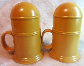 The Plate Mate Corp. Large Plastic Vintage Salt and Pepper Shakers Made in Los Angeles Calif, Butterscotch Domed Plastic Salt & Pepper Set
