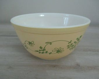Good Condition Pyrex Mixing Bowl Serving Bowl Yellow