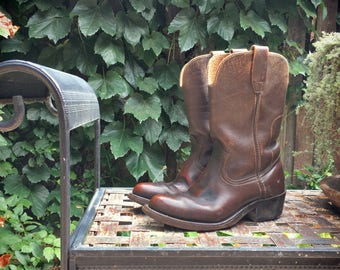 Vintage cowboy boots Men's Size 6 D / Women's 7 cowgirl boots short brown leather Western style