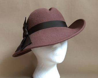 SALE! vintage 1970's 70's felt floppy hat / womens hat / side tilt hat / ribbon detail / chocolate brown / wide brim hat / retro