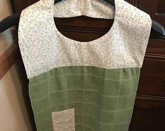 Christmas in July Apron with sewn in dishcloth and pocket (green towel)