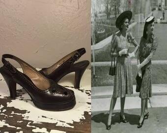 Green Hills of England - Vintage 1940s Woodland Brown Leather Slingback Platform Heels - 7/7.5