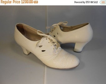 Anniversary Sale 35% Off Join the Men Become a Nurse - Vintage WW2 1940s Ivory Leather Lace Up Oxfords Shoes - 7.5 Narrow